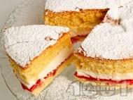 Рецепта Дунапренов кекс Виктория със сметана и сладко от ягоди по средата